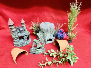 Aquarium Fish Tank Ornament Decoration Plastic Plants Castle Tree Stump for Sale in Las Vegas, NV