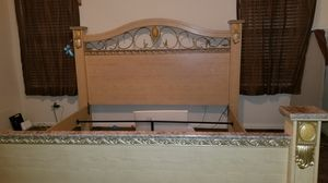 King side mattress frame FREE for Sale in Houston, TX