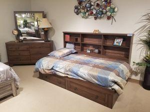 4 PC queen bedroom set 🎈🎈🎈🎈 for Sale in Fresno, CA