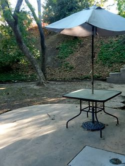 Lawn Table With Umbrella for Sale in Los Angeles,  CA