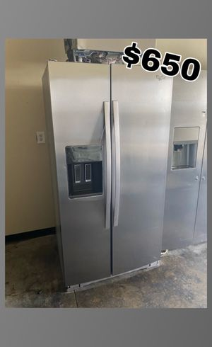 WHIRLPOOL STAINLESS COUNTER DEPTH SIDE BY SIDE FRIDGE for Sale in Fountain Valley, CA