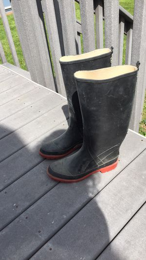 Tall rubber boots men's size 9 for Sale in Hatfield, PA