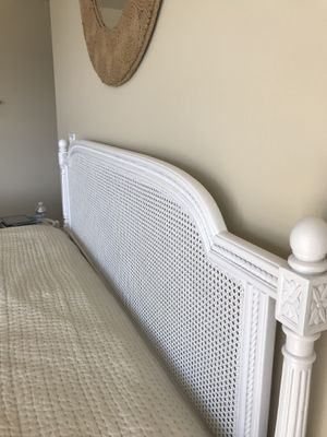King bedroom set. Headboard + frame + box spring for Sale in Edmonds, WA