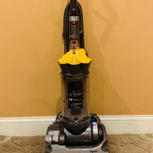 Dyson DC 33 vacuum cleaner for Sale in Raymond, NH