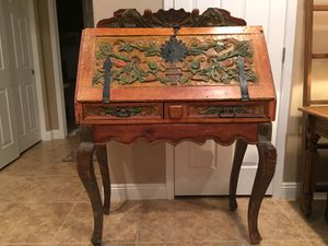 Wood carved desk/ trunk. Top and bottom seperate for easy moving. for Sale in NV, US