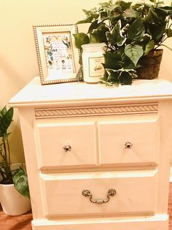 Antique White Night Stand for Sale in Missouri City,  TX