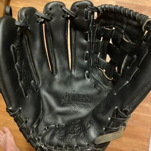 "Rawlings RTD Series 12 1/4"" Glove Left hand Thrower Glove Reconditioned for Sale in Matthews, NC"