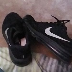 Nike running shoes for Sale in Middleburg, FL