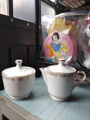 PORCELAIN SUGAR & CREAMER SET for Sale in Paramount, CA