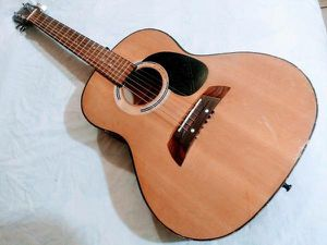 Small Acoustic Guitar in Very Good Condition for Sale in Los Angeles, CA