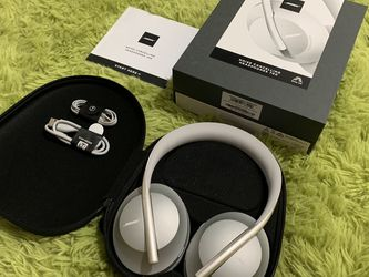 Bose Noise Cancelling Wireless Bluetooth Headphones 700 ( LIKE NEW ) for Sale in Carlsbad,  CA