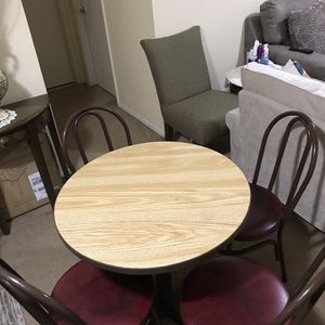 """Available Dining Set 30x30"""" Round Table 4 Faux Leather Chairs Pick Up Gaithersburg Md20877 for Sale in Gaithersburg, MD"""