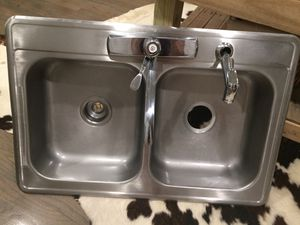 "DROP IN STAINLESS STEEL 4"" DEEP KITCHEN SINK WITH FAUCET. (SINK D) for Sale in Dallas, TX"