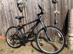 26 inch Fuji Nevada Mountain Bike with front shocks size medium for Sale in San Diego, CA