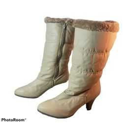 Naturalizer Beige Faux Fur Lined Fabric Snowboots Size 107 for Sale in Bloomington,  IL