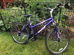Mountain bike , frame 17, wheels 26 for Sale in Vancouver, WA