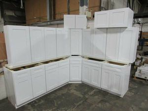 Brand New Overstock Leftover Full Wood White Shaker Kitchen Cabinets and Vanities for Sale in Dallas, TX