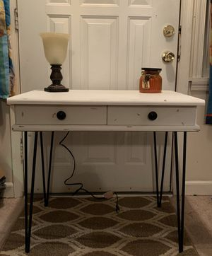 Entryway/accent table for Sale in Walkertown, NC