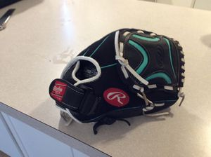 Rawlings champion lite softball glove for Sale in Vancouver, WA