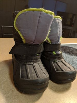 Sz 9 kids snow boots for Sale in Lakeview, OR