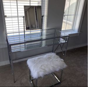 Mazzone vanity set wit mirror and stool.. for Sale in Hayward, CA