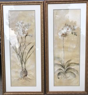 Two beautiful framed floral pictures for Sale in Bend, OR