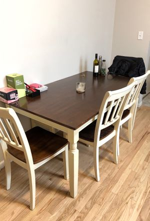 Dining room table and chairs for Sale in Chicago, IL