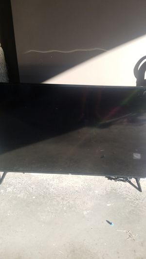 """60"""" TCL Roku TV with picture damage for Sale in Edinburg, TX"""