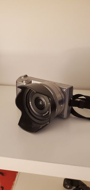 Sony Nex-5 with Sony 16mm Lens for Sale in Queens, NY