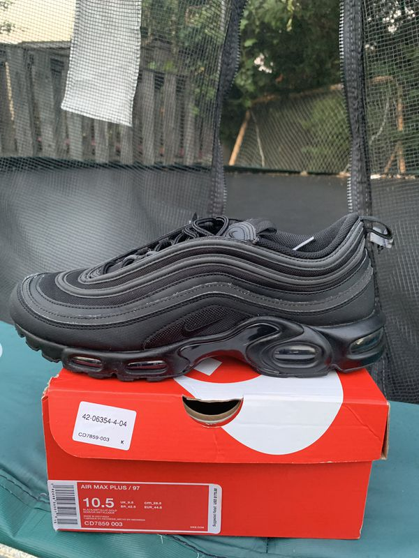 Air max plus/97 size 10.5, 130$ ,9/10 condition, the reflective is amazing and the shoe is a classic