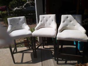 3 silla de barra altas necesitan reparacion 2. Una esta en excelentes condiciones for Sale in Reedley, CA