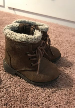 Toddler boots size 4 for Sale in Palm Springs, CA