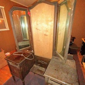 Antique Late 18-early 1900 Trifold Mirror Vanity for Sale in Summersville, WV