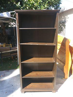mueble de madera en excelentes condiciones for Sale in Lynwood, CA