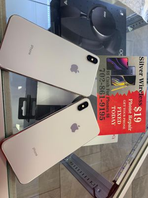 iPhone XS Max $ 899 u locked for any carrier for Sale in Las Vegas, NV