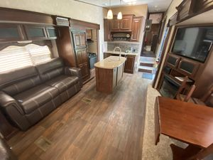 Keystone Cougar 313RLI 5th wheel camper for Sale in Little Egg Harbor Township, NJ