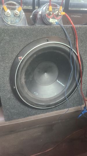 Rockford fosgate p2 12 inch sub with 1100 watt amp and 2 farad capacitor for Sale in Springerville, AZ