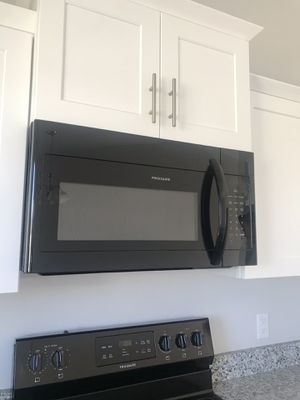 Frigidaire stove,dishwasher and microwave for Sale in West Jordan, UT