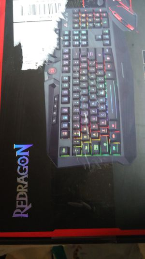 Online streaming light up. Keyboard,mouse,gaming headset. for Sale in Scranton, PA
