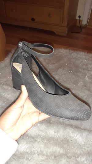BLACK SHORT HEELS for Sale in Riverside, CA