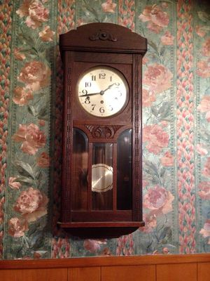 Old antique clock with original key for Sale in Houston, TX