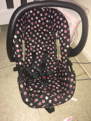 Baby girl car seat for Sale in Nashville, TN