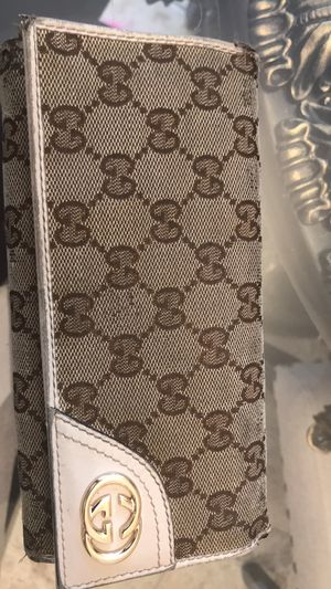 Gucci wallet for Sale in Walled Lake, MI