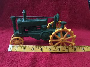 Vintage John Deere tractor 1/64 for Sale in Maricopa, AZ