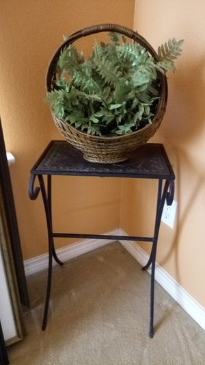"""25"""" H Metal stand. Plant Not INCLUDED for Sale in Lucas, TX"""