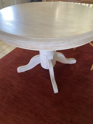 Round wood dining table for Sale in Inglewood, CA