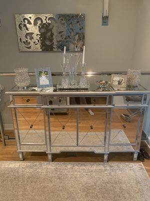 Mirrored console table for Sale in Chicago, IL