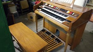 Free Wurlitzer organ works great with bench for Sale in Montclair, CA