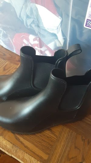 Size 8 rain boots new for Sale in Oakland, CA