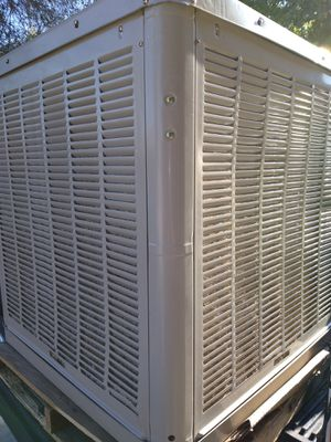 Swamp cooler down draft for the roof para El techo for Sale in Perris, CA